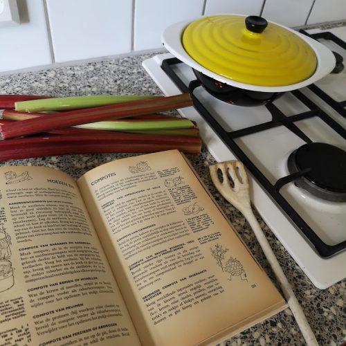 Aanrecht Kookboek Gasfornuis met rabarber
